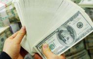 الدولار يتراجع صوب أدنى مستوى