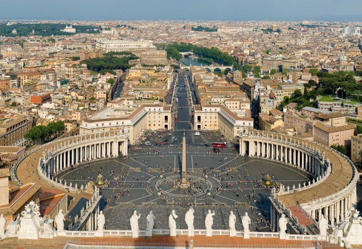 بعد أكثر من شهرين من الإغلاق... إعادة فتح كاتدرائية القديس بطرس في الفاتيكان!